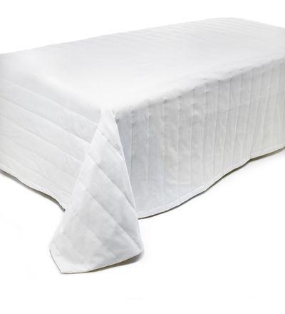 Alkaen 55,90 EUR | Finlaysonin suosittu Aika-päiväpeite sopii monenlaisiin sisustuksiin. Päiväpeiton leveä raitatikkaus on ajattoman tyylikäs. Petaa sänkyyn mukavan pehmeä ja hyvin paikoillaan pysyvä Aika-päiväpeite. Päiväpeitteillä ja koristetyynyillä luot makuuhuoneeseen haluamasi tyylin aina modernista klassiseen. Saat sängystä helposti viihtyisän oleskelupaikan ja upean sisustuselementin päiväpeitteellä ja yhteensopivilla koristetyynyillä sekä huovilla.<BR><BR><ul><li>Koko: 260 x 260 tai…