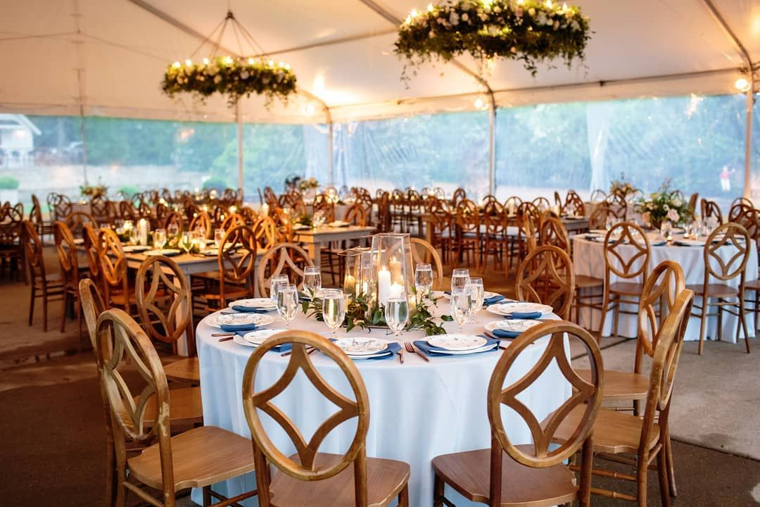 We Love The Homely Rustic Vibe Of This Real Wedding Rentmywedding Magazine Rentmywedding Photography Erinallender V In 2020 Venue Decor Event Lighting My Wedding