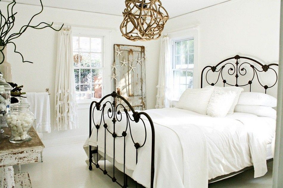 Shabby Chic Bedroom Decorating Metal Frame Bed. Simply Beautiful. Nice  Contemporary Bedroom Decor.