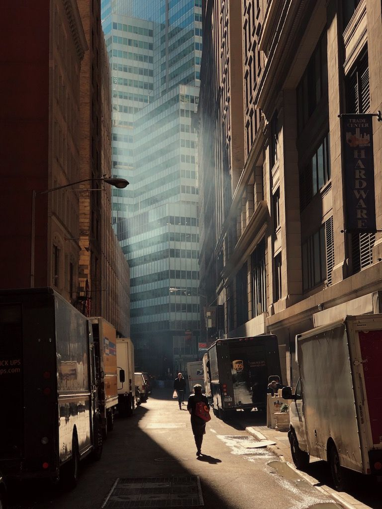 The surreal cinematic aesthetic by Eric Van Nynatten - C-Heads Magazine | City life photography, Street photography, New york photographers
