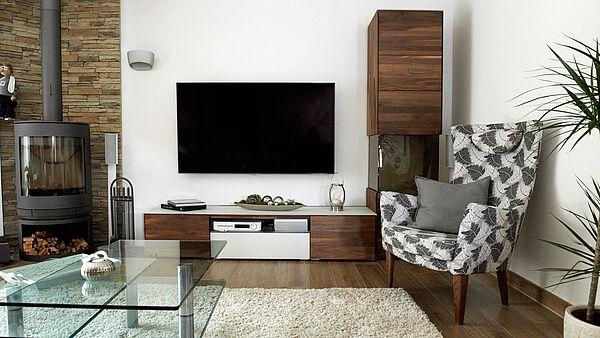 Wohnzimmer dunkler Boden heller Teppich Glastisch dunkle Wohnwand - Teppich Wohnzimmer Braun