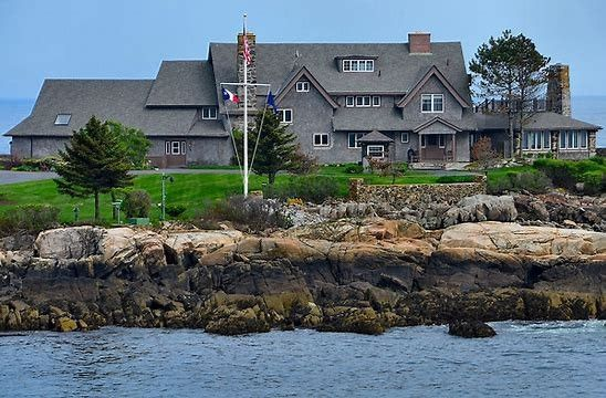 President Bush Compound At Walkers Point In Kennebunkport Maine It Is About 40 Minutes From My Home House Exterior Dream Vacations Vacation