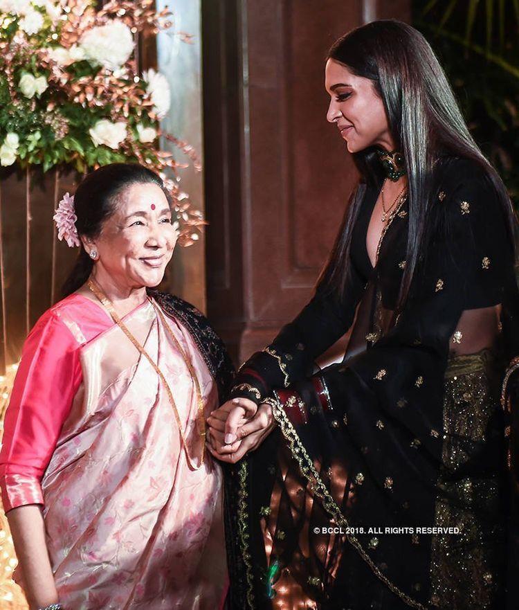 When Deepika Padukone And Ranveer Singh Met The Legendary Asha Bhosle It Was A Sight To Behold Hungryboo Beautiful Bollywood Actress Bollywood Fashion Deepika Padukone
