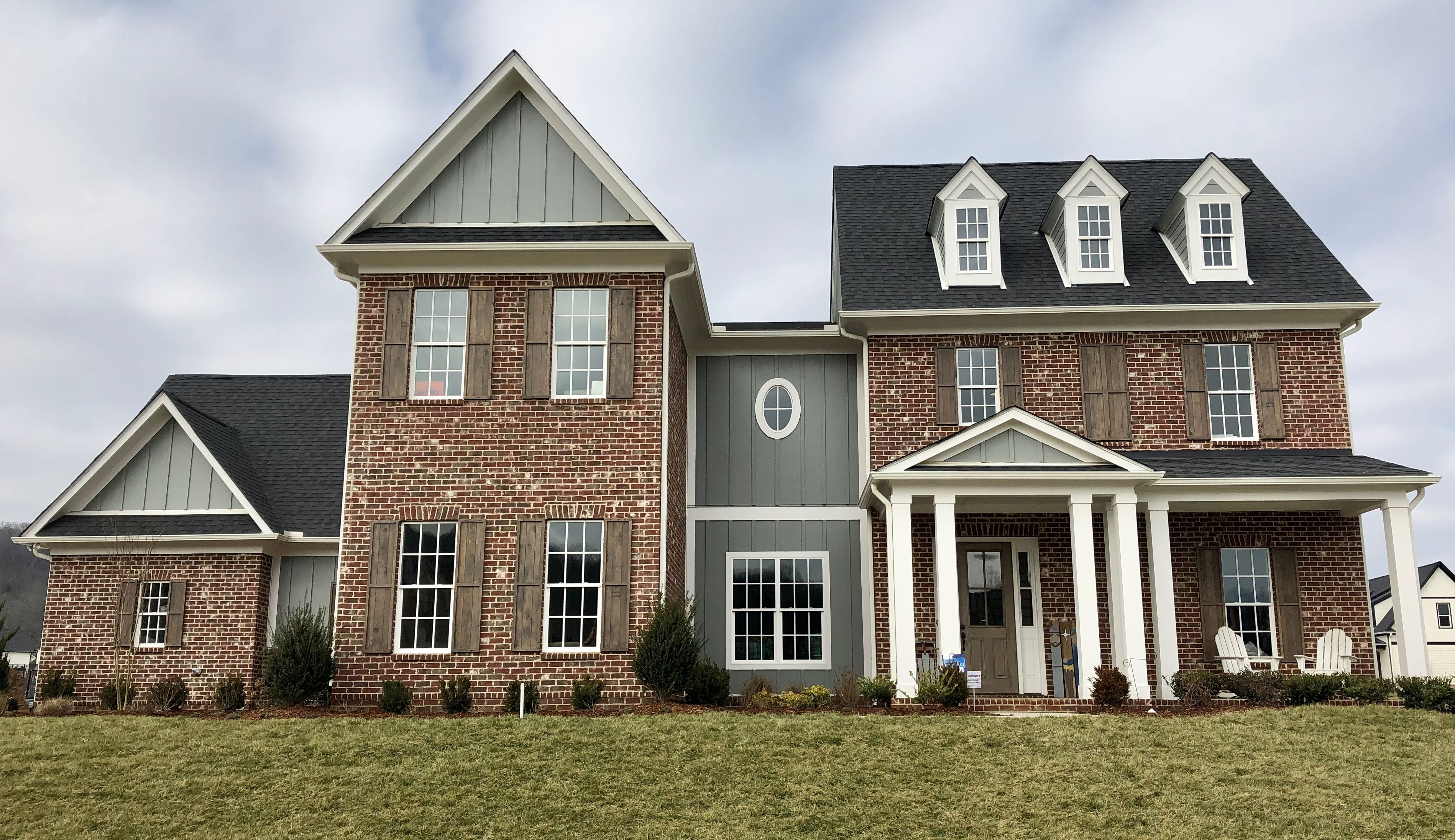 Charleston Brick White Windows Brick House Styles