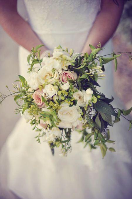 pingl par aur lie tuniz sur bouquets mari e pinterest bouquet mari e fleurs mariage et. Black Bedroom Furniture Sets. Home Design Ideas