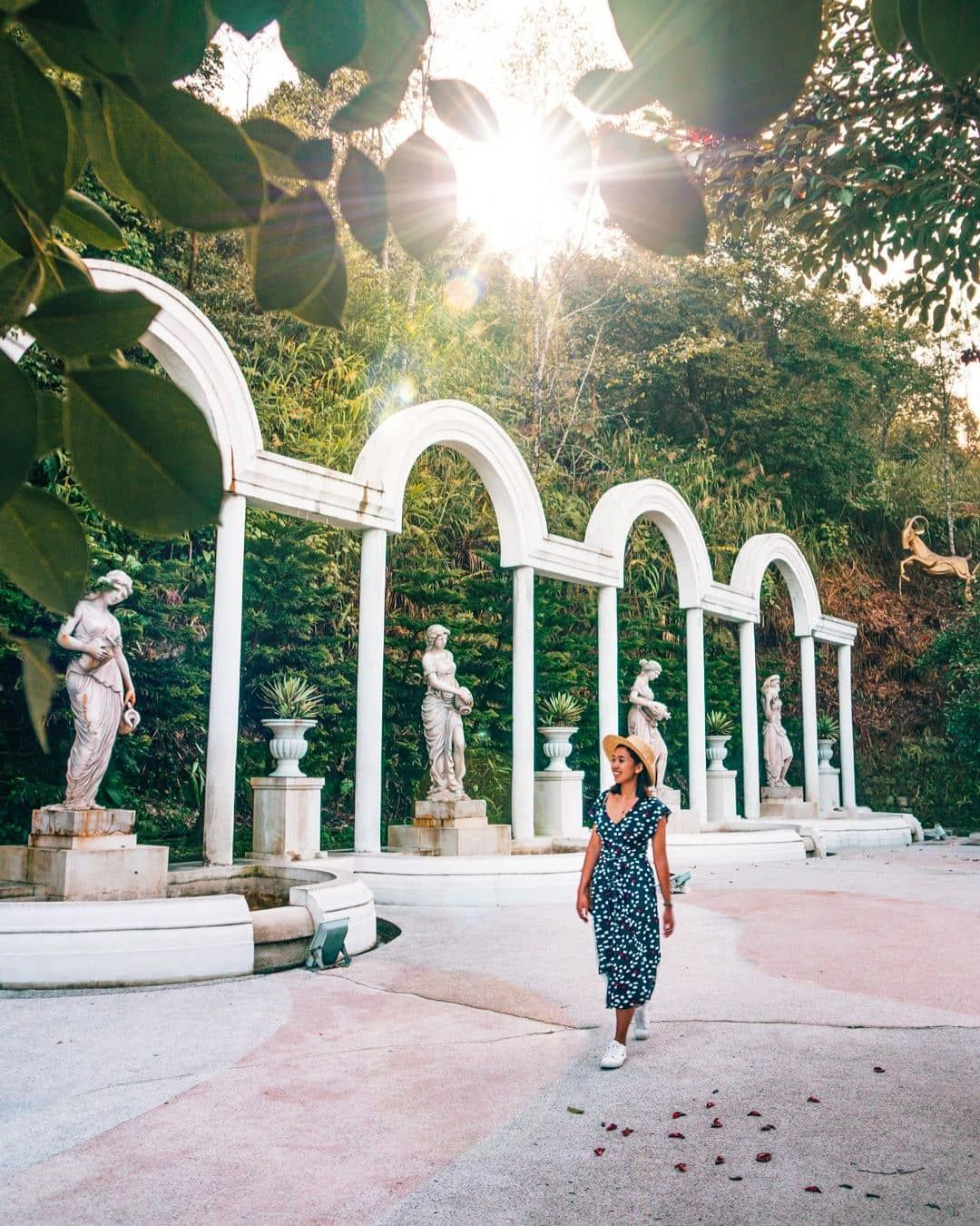 Stumbled upon a greek garden and thought I saw someone I knew but she never responded when I asked 'Hey! Istatue??' Guess she wasn't who I… #greekstatue