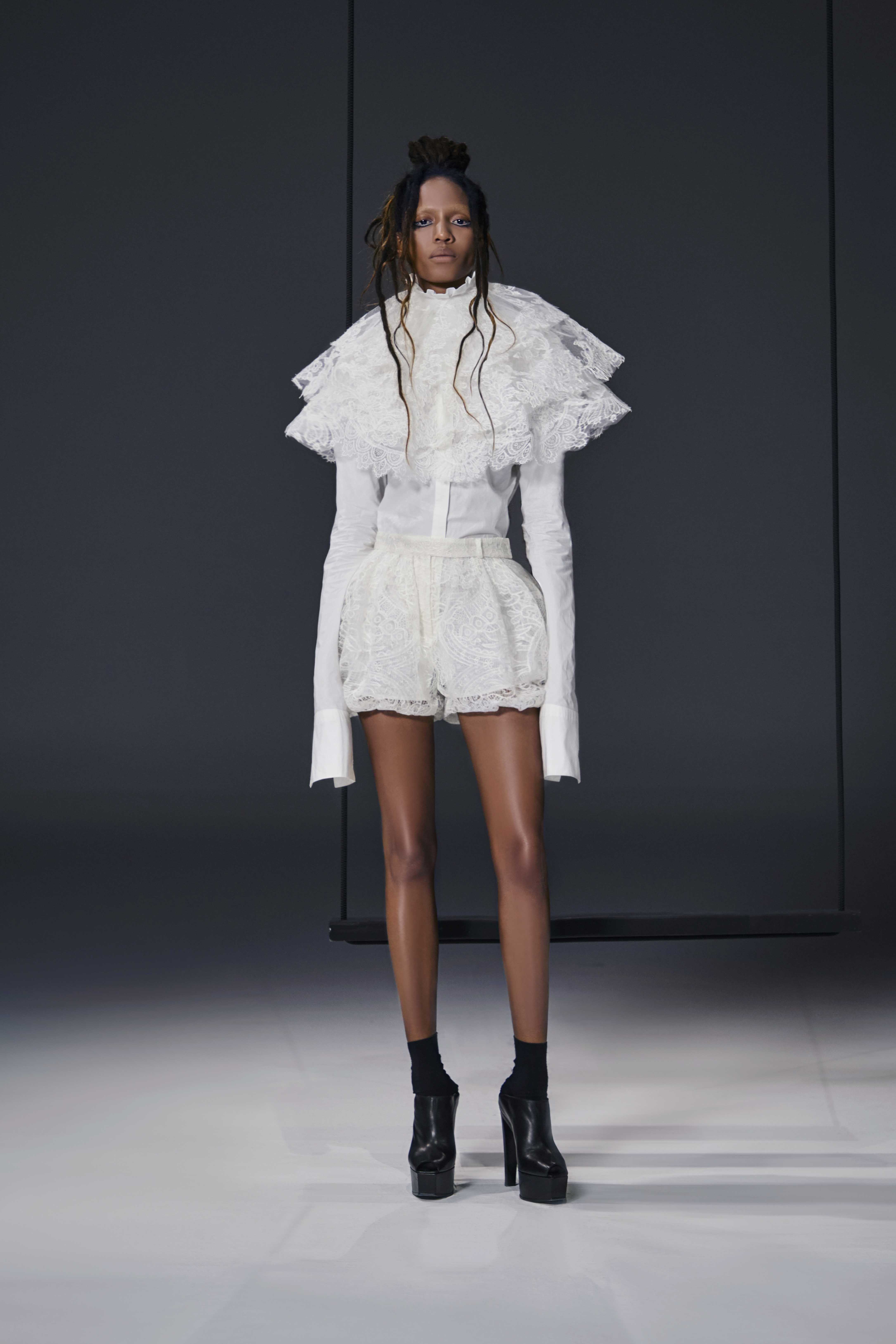 Vera Wang RTW Spring 2019 White cotton poplin men s shirt Light ivory  macramé lace bloomer Light ivory macramé lace exaggerated three tier collar 9576bdb22