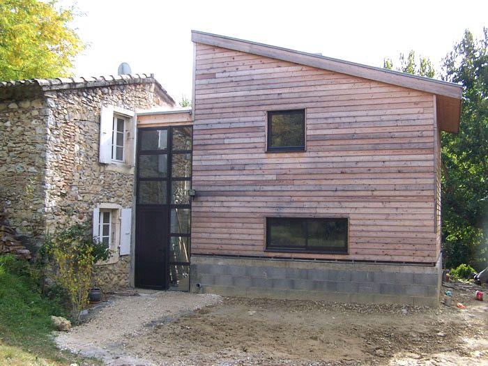 relier deux maisons mais pas de bois qui vieillit mal. Black Bedroom Furniture Sets. Home Design Ideas