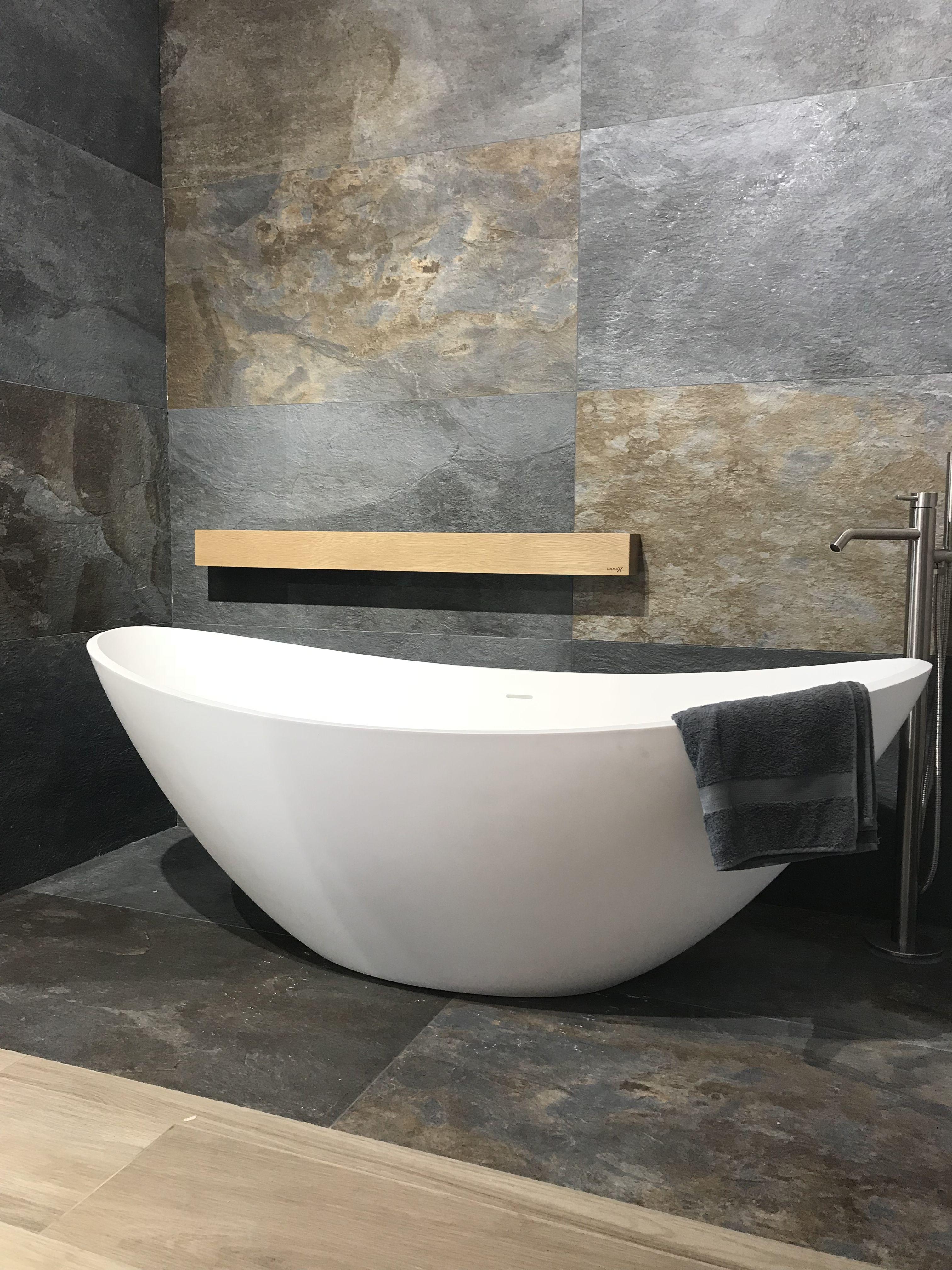 Vrijstaand Bad Mat Wit.Natuursteenlook Leisteenlook Tegels In Combinatie Met Jee O Rio