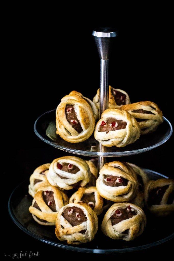 Halloween Rezept: Hack Mumien mit Tomatensauce | Joyful Food