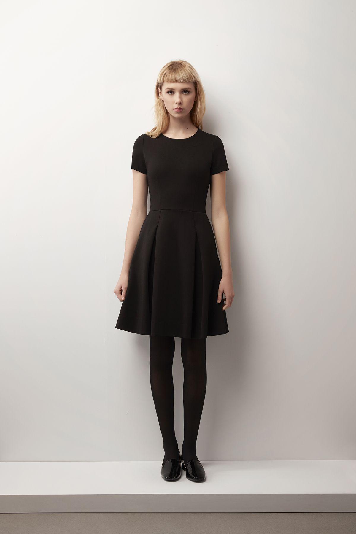 La petite robe noire de @Betina Lou, parfaite pour votre ensemble du jour de l'An!