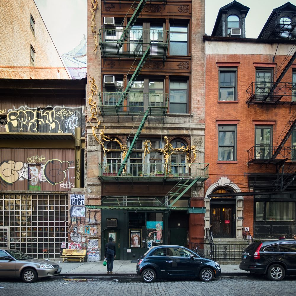 Building in Manhattan / Photo by Pavel Bendov