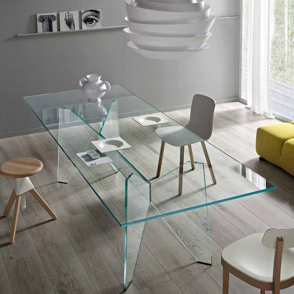 Mesa de comedor claro vidrio transparente apartamento for Mesas de comedor cristal transparente