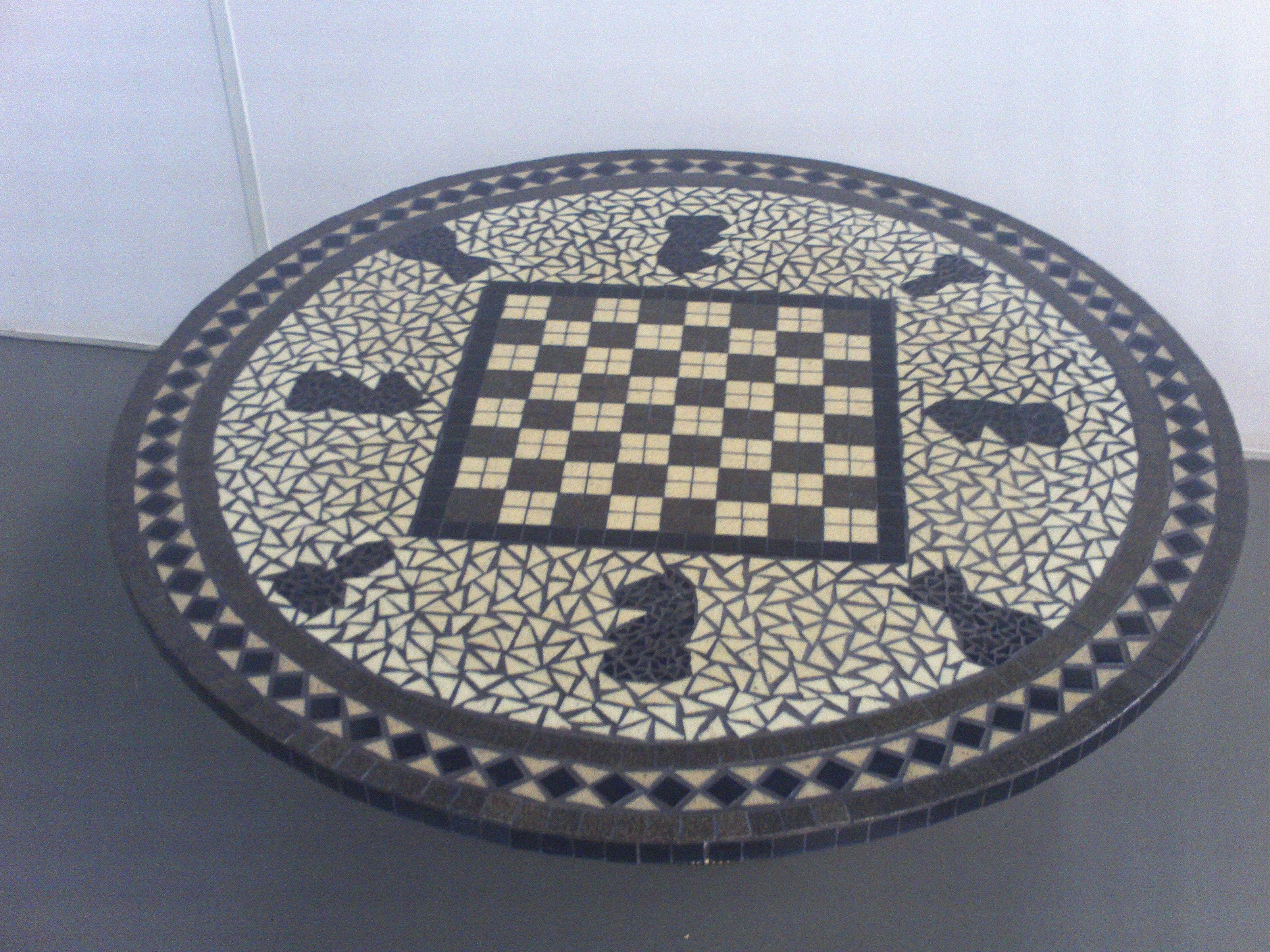Tampo de mesa em mosaico de pastilhas de azulejo tabuleiro for Mesas de mosaico
