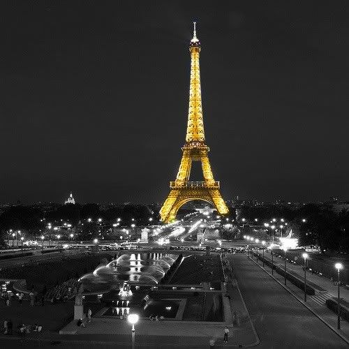 no 31 of 33 awesomely cool color splash pictures paris eiffel tower at night colour splash. Black Bedroom Furniture Sets. Home Design Ideas