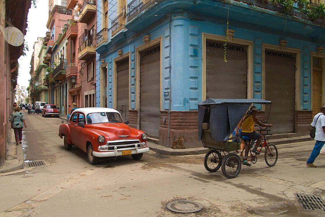 vieille voiture am ricaine dans les rues de la havane cuba cuba pinterest la havane. Black Bedroom Furniture Sets. Home Design Ideas