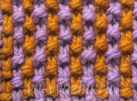 Двухцветный узор спицами фото