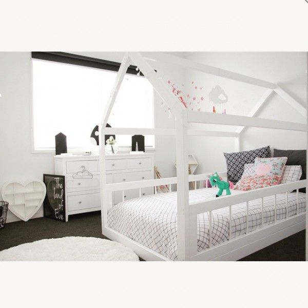 girls white house bed with side rails via macarenanguyen. Black Bedroom Furniture Sets. Home Design Ideas
