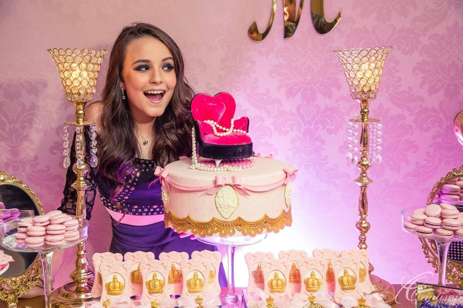 8c25b1ab0c569 Larissa Manoela organizou uma festa nesta terça- feira, (15) uma pré-festa  com os 30 debutantes de sua festa de 15 anos. Organização  RT De.