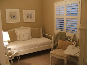 A guest room!!! Bebe'!!! Good idea to use a daybed!!! Adds a versatile living and sleeping space!!!