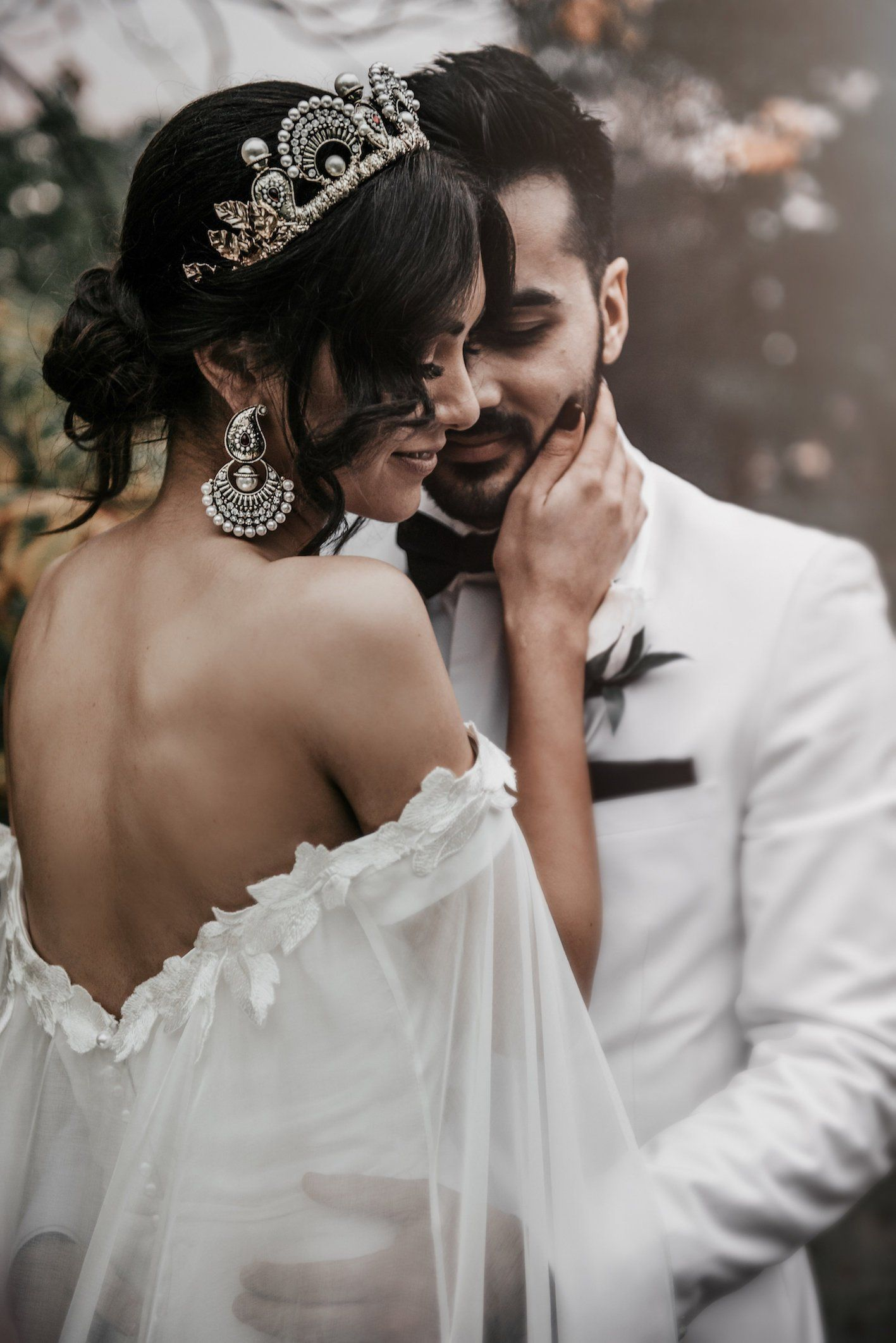These Beautiful Bridal Headpieces Will Complete Your Bridal Look | Intimate Weddings - Small Wedding Blog - DIY Wedding Ideas for Small and Intimate Weddings - Real Small Weddings