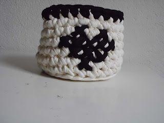 Crochet basket/ gehaakt mandje  met een geborduurd hartje