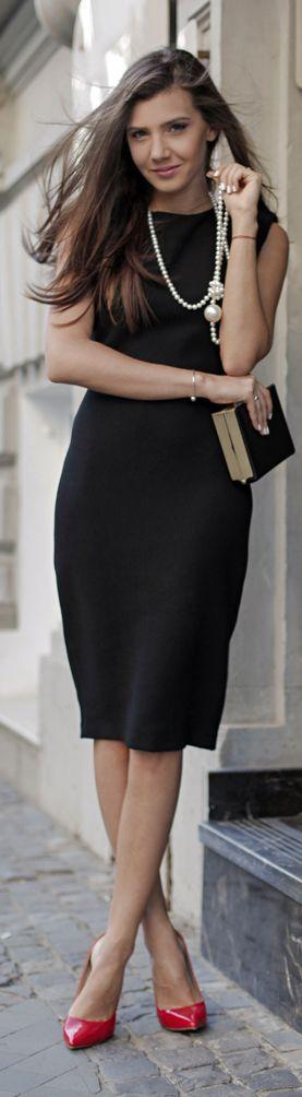 0e0589b4 vestido negro y zapatos rojos | Ideas moda | Moda, Moda estilo y Atuendo