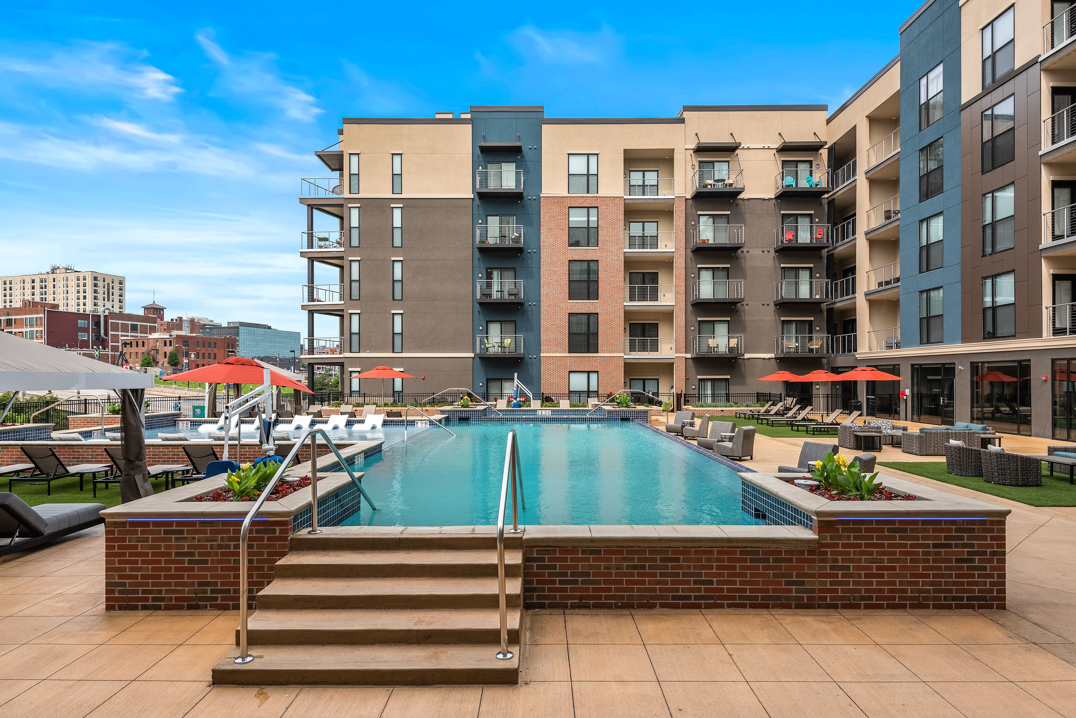 531 Grand Amenities Nspjarchitects Kansascity Kcmo Multifamily Luxuryapartments Apartments Pool Pooldeck Downt Building Design Architect Architecture