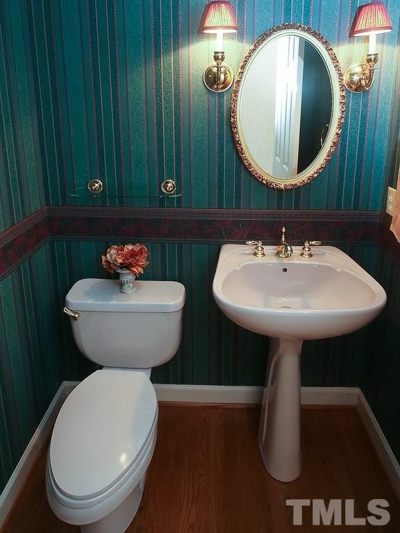 #Wallpaper - some people love it; others don't. Either way, this #powderroom in 19240 Stone Brook is very nicely done. #GovernorsClub #chapelhillnc #GovernorsClubRealty