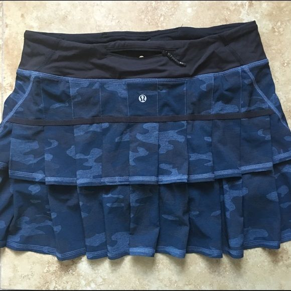 Lululemon Lotus Oil Slick Blue Camo Pace Setter In great condition.   No pilling lululemon athletica Skirts