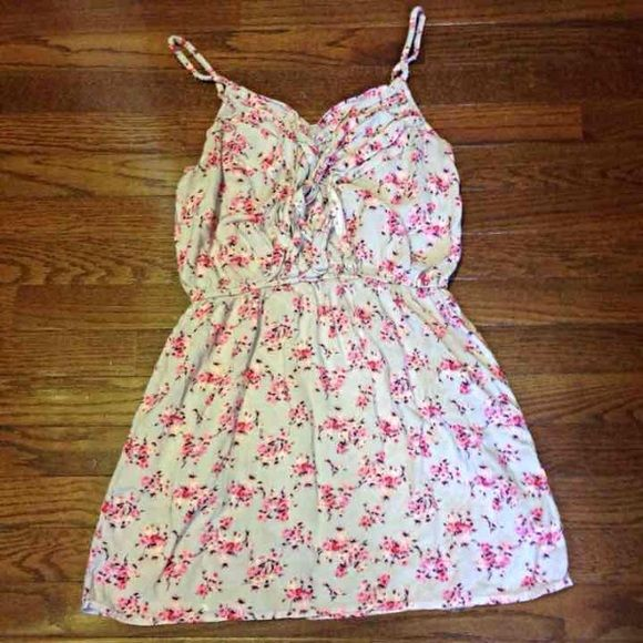 Cute floral vintage dress M Floral Detailed chest  Adjustable straps Stretchy midsection  This dress is adorable, pictures can't do it justice! Size M.  **If you wear size 8.5 sandals, I have the cutest most perfect lace wrap up sandals that go amazing with this dress :) Dresses