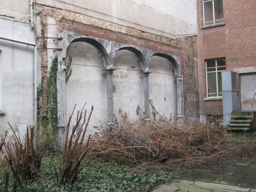 Het oud huis in Parijs dat Bertrand wil opknappen voor zijn gezin.