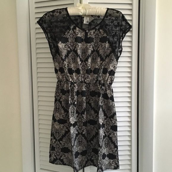 Dress by Moon Collection Gorgeous dress with Lace pattern and lace details. Moon Collection Dresses Midi