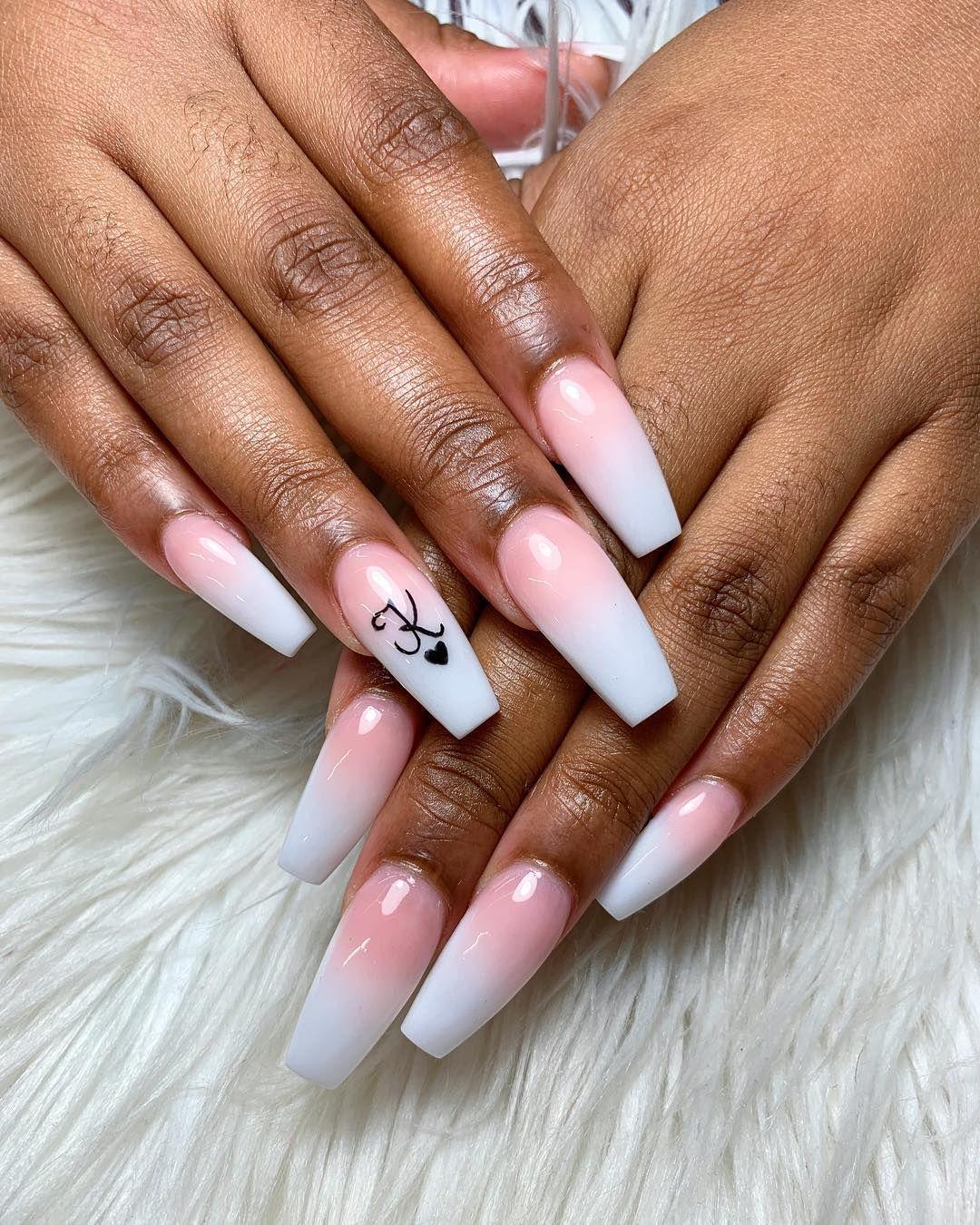 La Manicura Con Iniciales Invade Instagram Invitandonos A Escribir En Nuestras Unas La Primera Let Red Acrylic Nails Purple Acrylic Nails Pretty Acrylic Nails