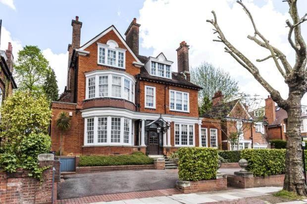 11 bedroom detached house for sale in Ferncroft Avenue