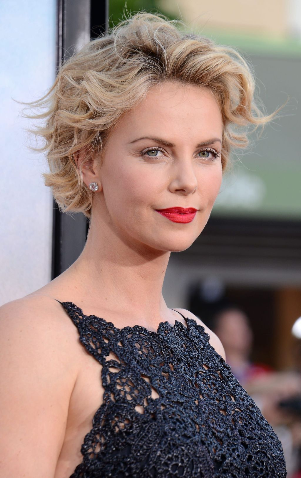 20 Most Trendy Hairstyles For Women Over 40 To Look Younger In 2020 Charlize Theron Short Hair Oval Face Hairstyles Womens Hairstyles