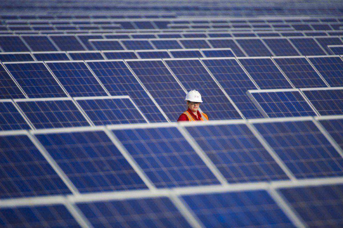 """""""Por que a energia solar não deslancha no Brasil"""". de Heitor Scalambrini Costa. 03/09/2015. Carta Capital."""