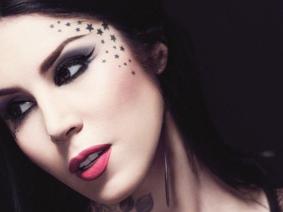Kat Von D è arrivata con la sua linea Make Up anche in Italia! Scopri i prezzi e tutti i prodotti disponibili esclusivamente solo nelle profumerie Sephora.