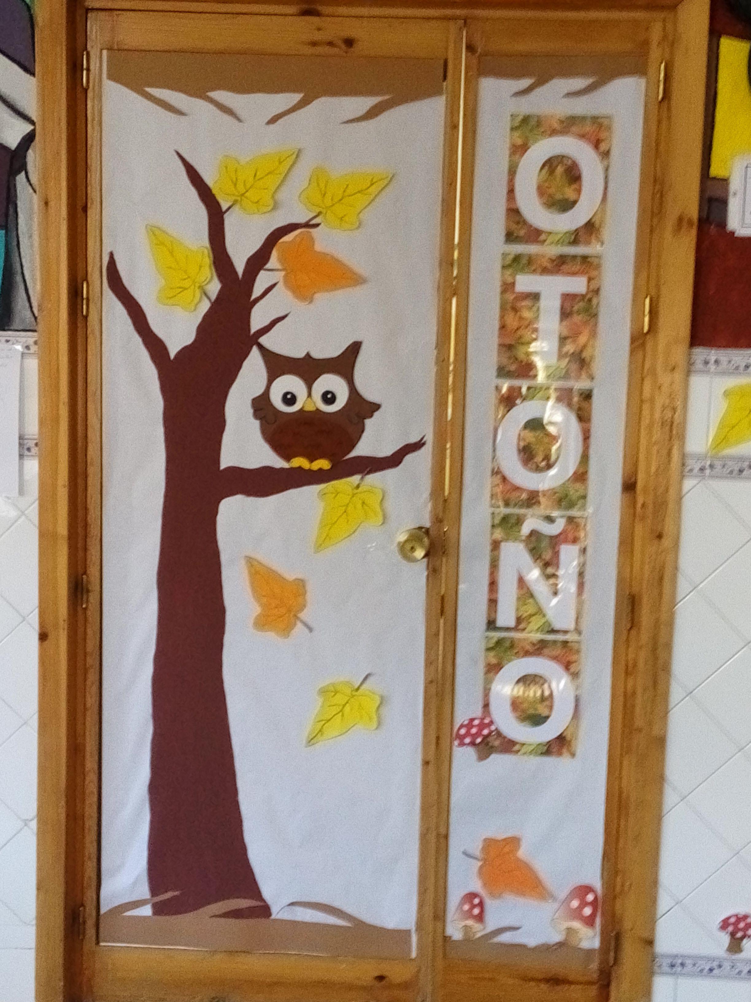 Puerta de la clase en oto o preescolar autum for Decoracion de puertas escolares