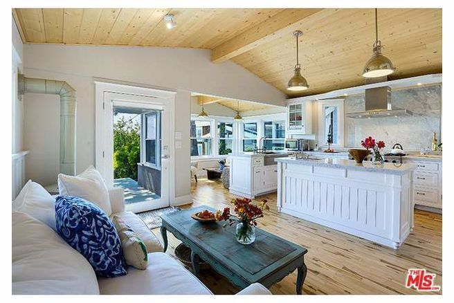 Tiny Home Designs: Small Yet Luxurious Beach Cottage