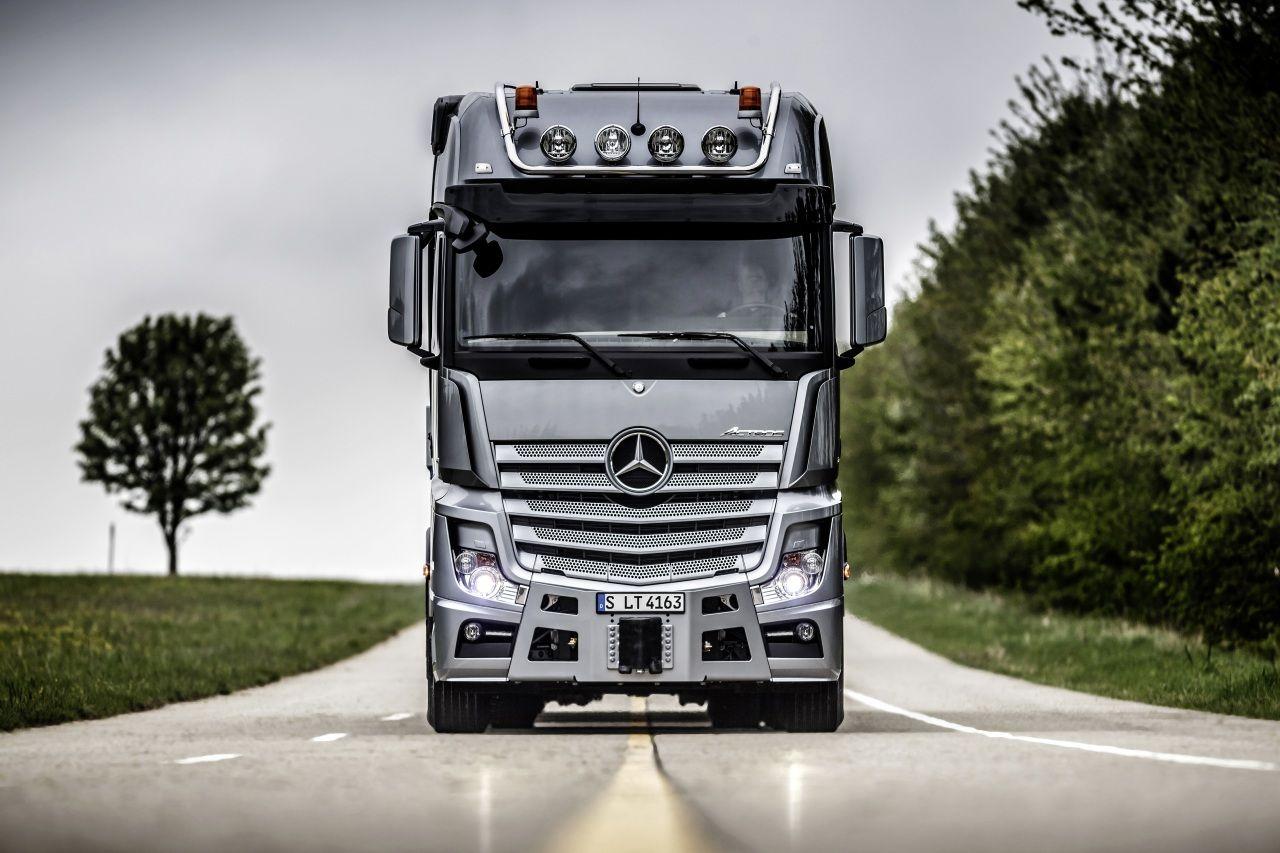 Mercedes-Benz Camion Carreteras Frente Actros Coches