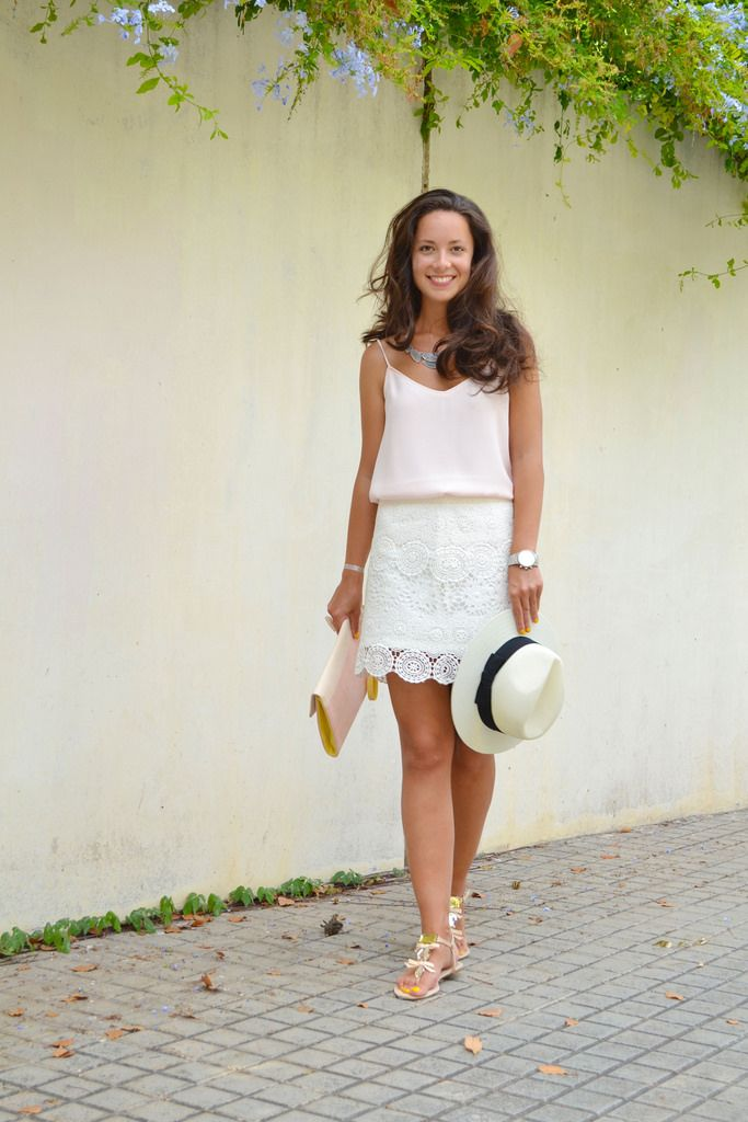 Cómo combinar una falda de encaje blanca  eb421c7e3d9a