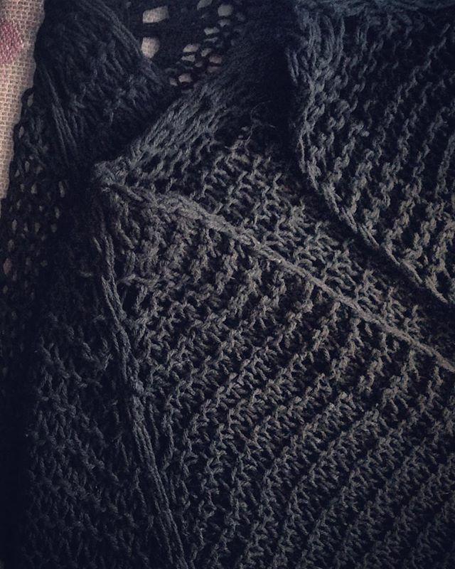 PURE KNiT  I  #ss17 #spring #springsummer #fashiondetails #moda #pureknit #instafashion #black #baibaripa #knit #bold #cocoon #crafted #handcrafted #handknit #art #design #perfection #slowfashion #sensuous #layers #matt #feminine #masculinebaibaripa