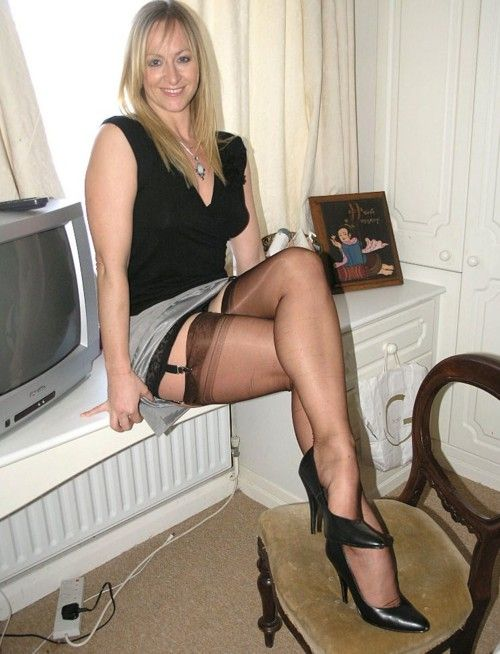 British MILF Raven Strips off and Teases Her Pussy  Porn
