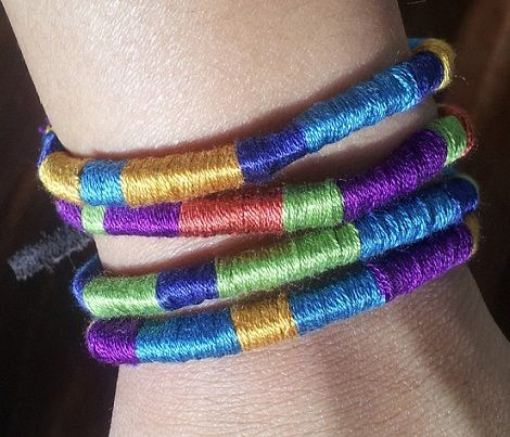 brazaletes hechos con dos materiales