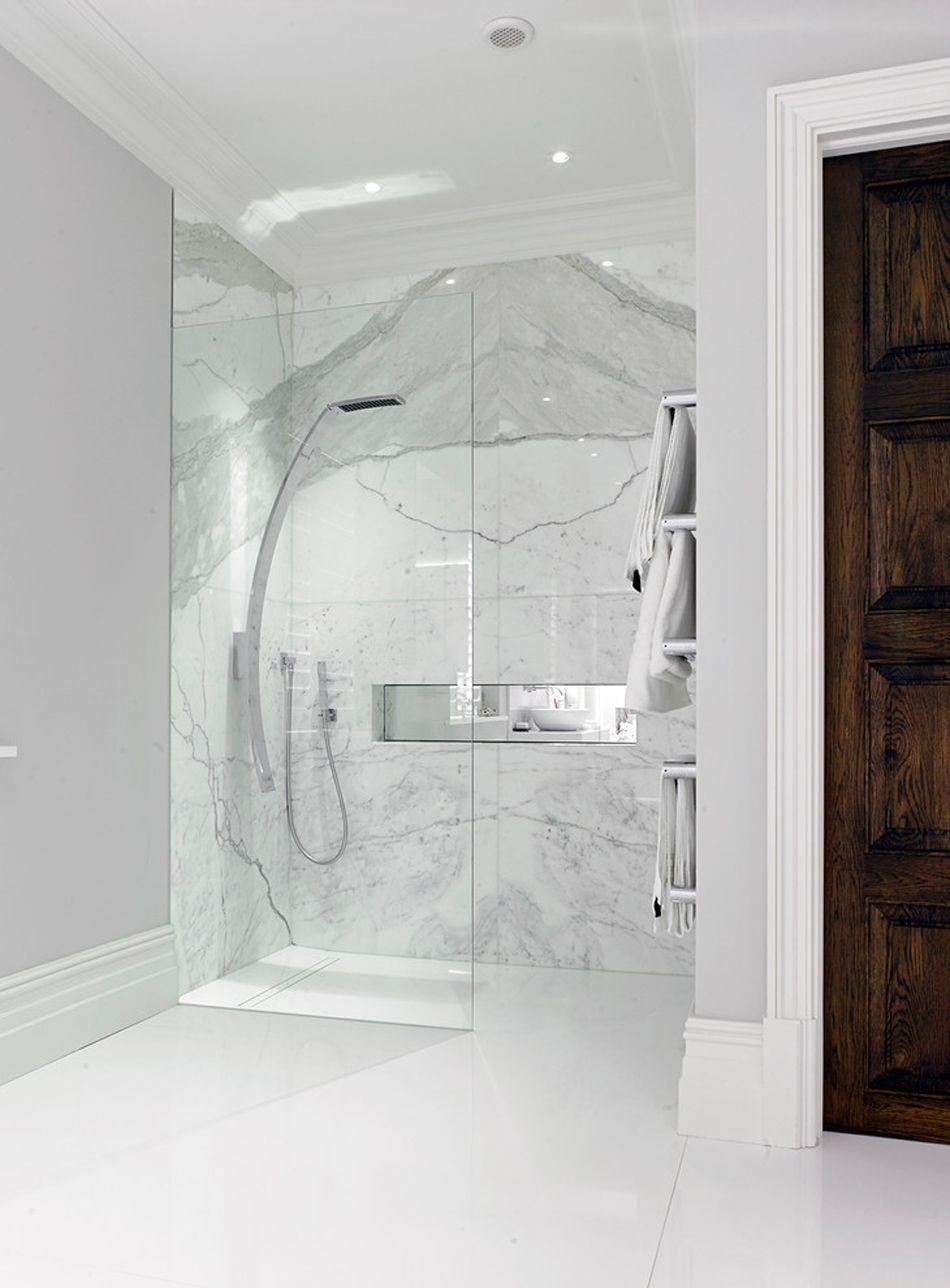 salle de bain marbre blanc pour afficher une classe intemporelle marbre blanc les panneaux et. Black Bedroom Furniture Sets. Home Design Ideas