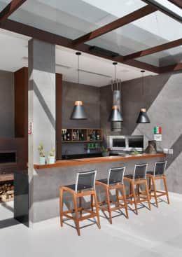 Balcones Y Terrazas De Estilo Moderno Por Angela Meza Arquitetura Interiores Bar En Casa Interiores Modernos Bares En Casa Pequenos