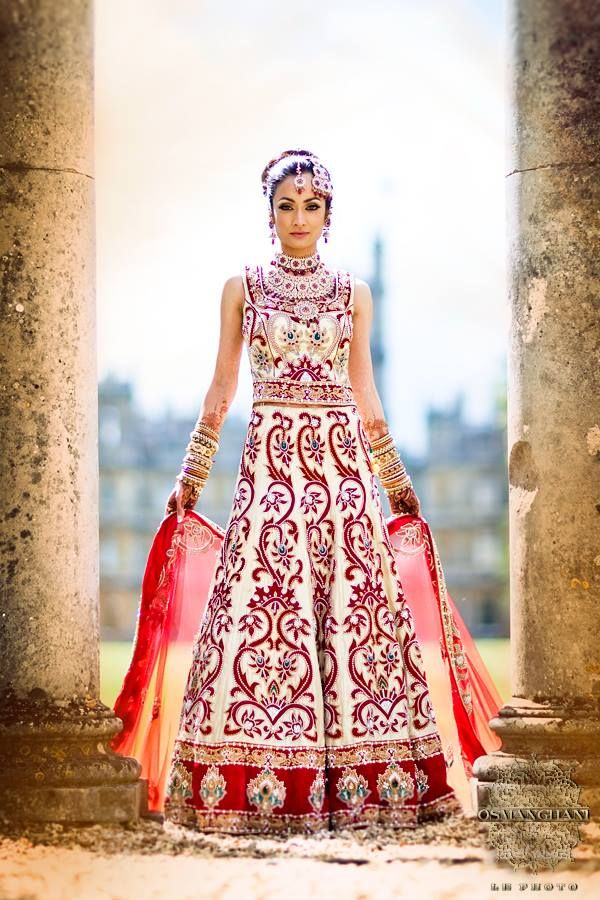 White with red embroidery | Saree | Pinterest | Fotografía