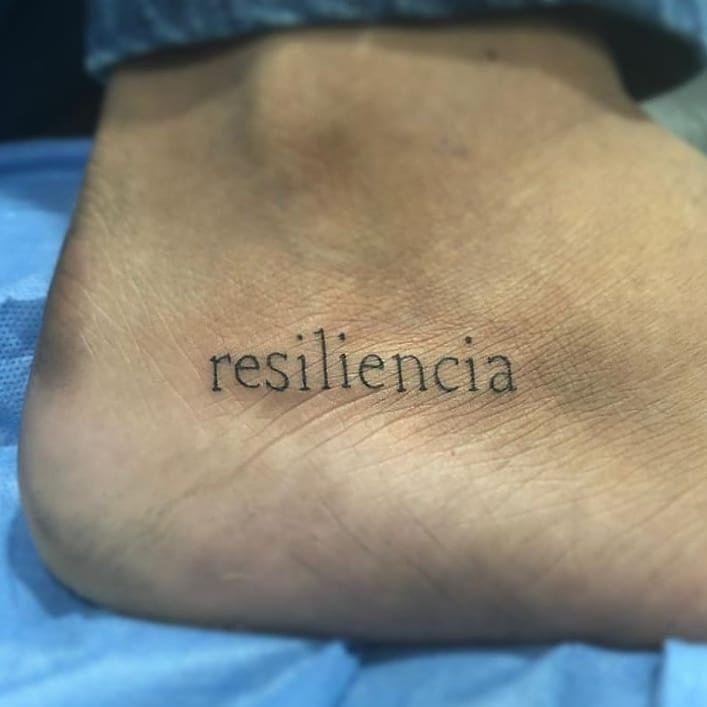 en medio de toda dificultad, hay una oportunidad @fourhandsart #resiliencia #resilienciatattoo #resiliente #tattoos #letteringart #inkdrawing #inked #minimalisttattoo #drawing #artistacolombiano #medellin #instatravel #pothography #portrait #inkformen #fe