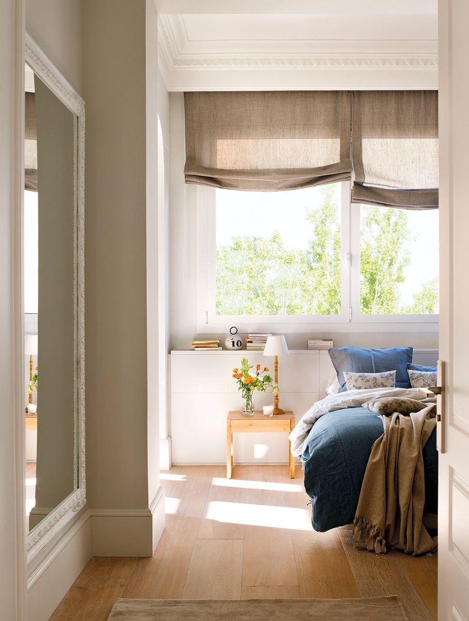 Dormitorio con espejo en la entrada y estores grises - Estores dormitorio ...